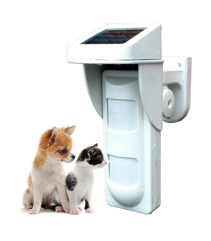 Outdoor PIR motion detector, powered by solar panel
